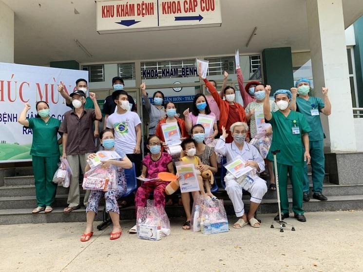 Thêm 17 người xuất viện, Đà Nẵng đã chữa khỏi cho 208 ca Covid-19