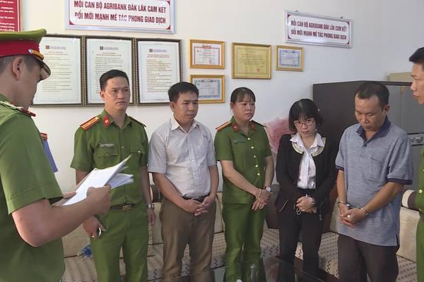 Bắt một loạt nguyên lãnhđạo Agribank ở Đắk Lắk
