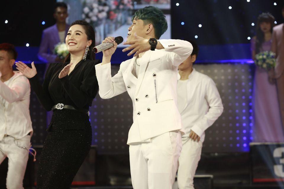 'Bản sao' Trường Giang gây sốt vì hát tốt, nhảy đẹp ở Giọng ải giọng ai