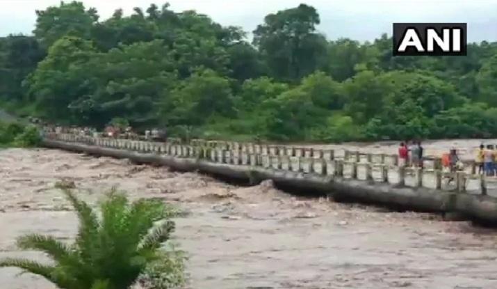Lũ lụt kéo dài, hàng triệu người Ấn Độ khốn đốn