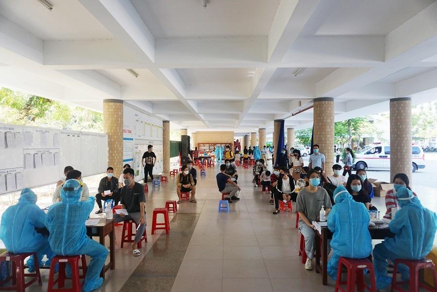 11.000 thí sinh ở Đà Nẵng đi lấy mẫu xét nghiệm Covid-19