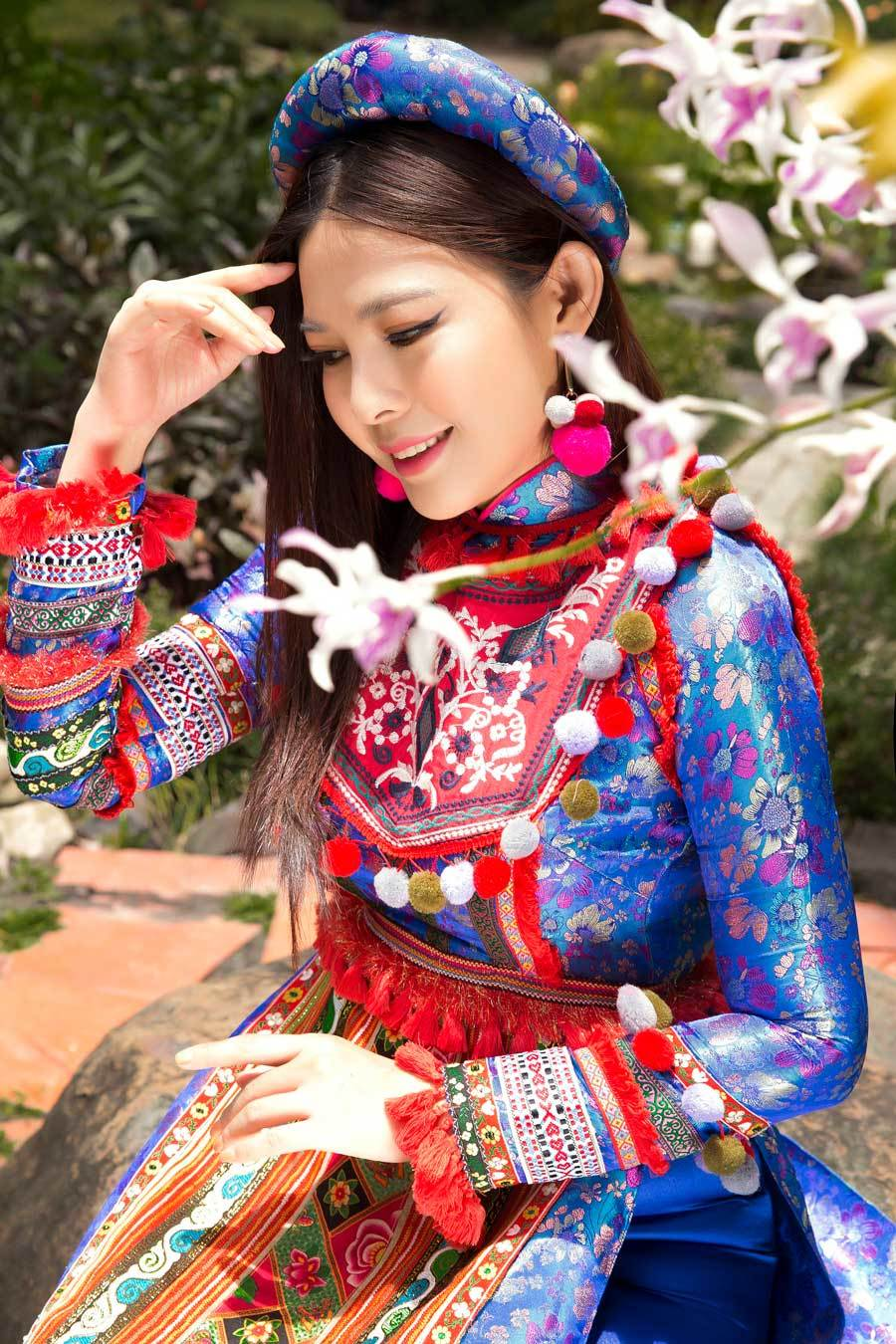 Kim Thanh Thảo truyền thông điệp bảo tồn văn hoá thổ cẩm dân tộc