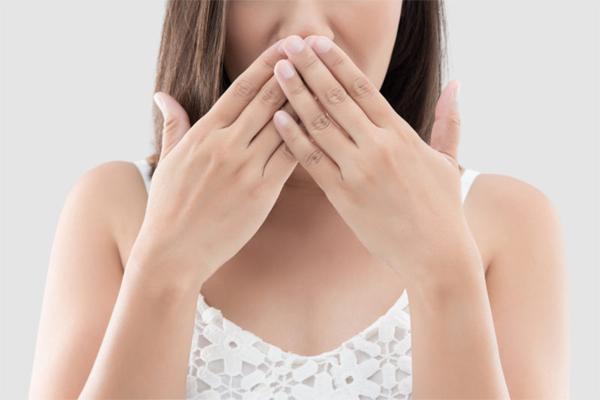 Bệnh gan có thể khiến miệng có mùi hôi. Ảnh minh họa: OCDental