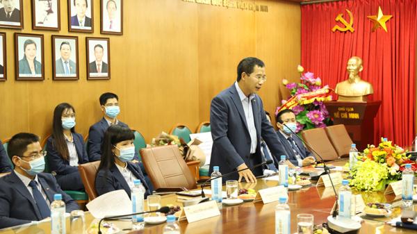 MB tặng 2 xe cứu thương cho Bệnh viện Bạch Mai
