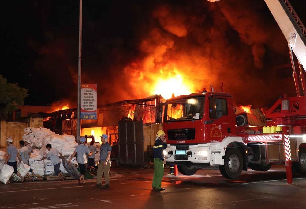 Bắt người phụ nữ đốt công ty ở Sài Gòn gây thiệt hại lớn