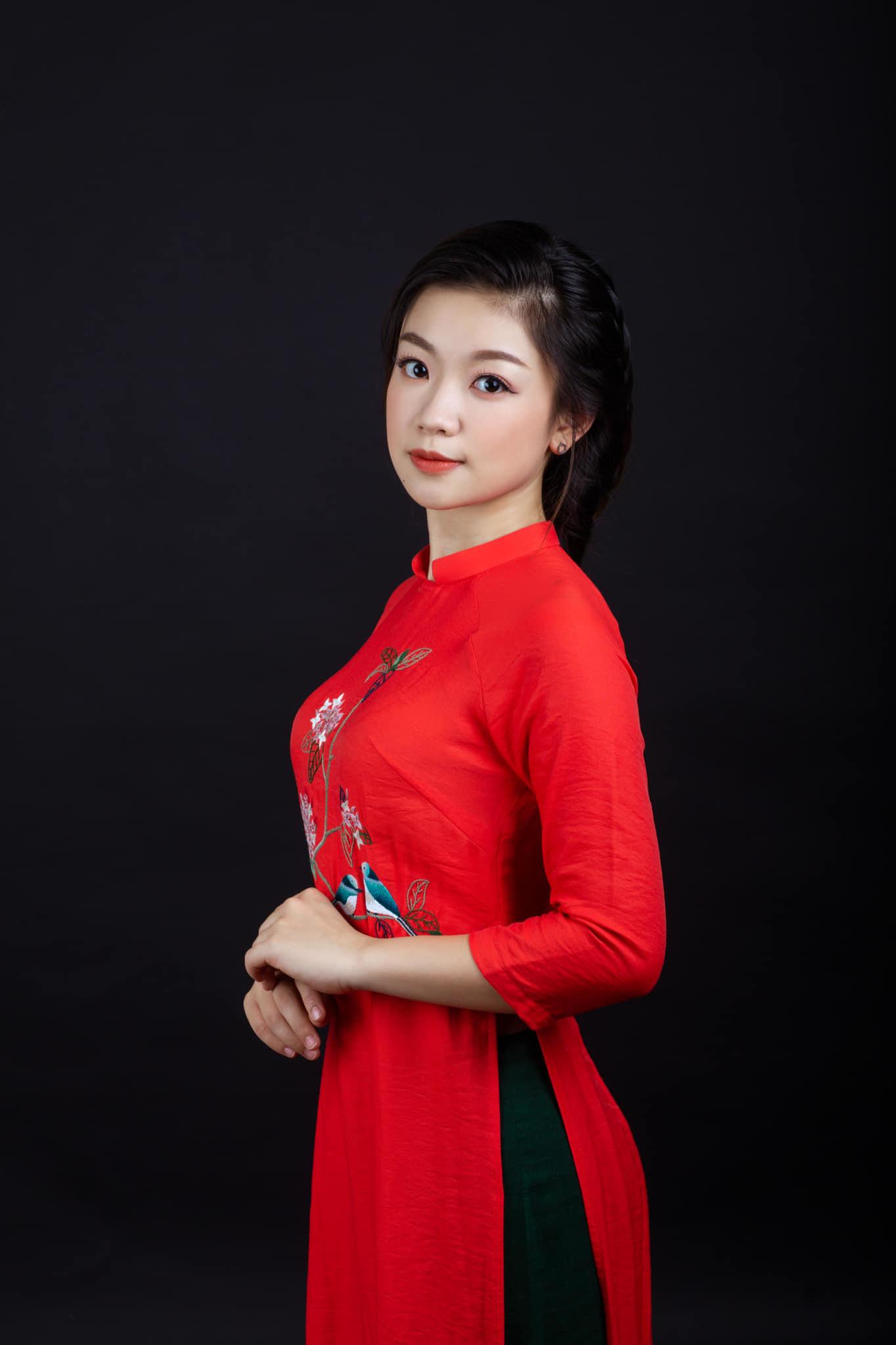 Con gái xinh đẹp của cặp vợ chồng nghệ sĩ Thu Quế - Phạm Cường