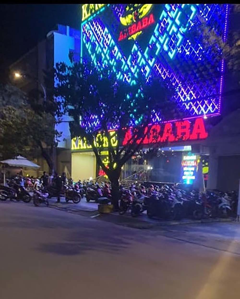 Hàng chục nam nữ thác loạn trong quán karaoke ở Sài Gòn
