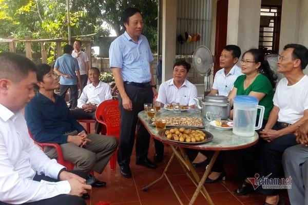 Báo VietNamNet trao 140 triệu đồng cho hai hộ nghèo ở Hà Tĩnh