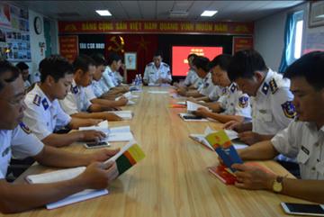 """Cảnh sát biển Việt Nam: Triển khai hiệu quả hoạt động """"Tủ sách pháp luật"""""""