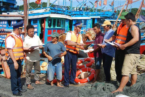 CSB đã tổ chức hơn 622  buổi tuyên truyền cho hơn 117.827cán bộ, nhân dân, ngư dân