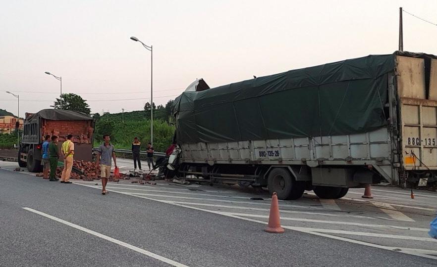Hai xe tông nhau trên cao tốc Nội Bài - Lào Cai, một người tử vong