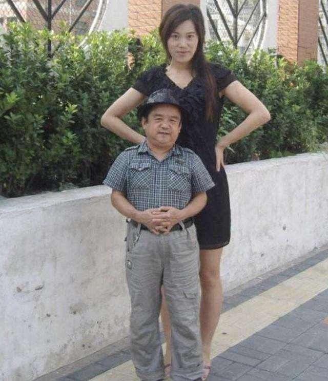 'Diễn viên lùn nhất 1m28' Tam Mộc: Từng ngủ gầm cầu, 4 đời vợ