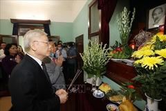 Top leader pays respect to late President Ho Chi Minh