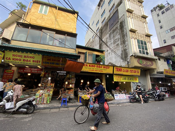 Hang Be Market,famed stewed fish,ready-to-eat food