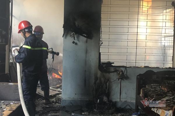 Đốt vàng mã làm cháy ngôi nhà hai tầng ở Hải Phòng