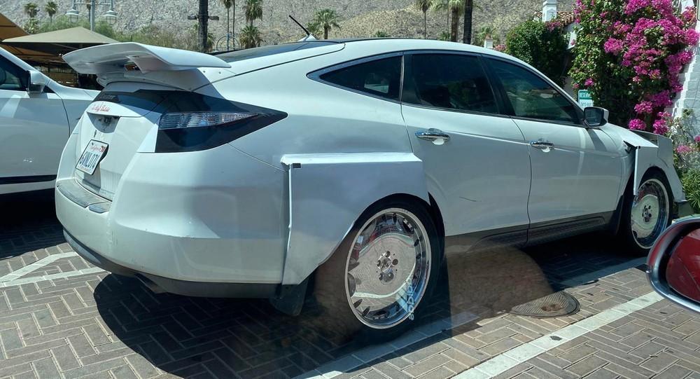 Lamborghini Urus chế từ Honda Crosstour bị dân mạng chê xấu thậm tệ