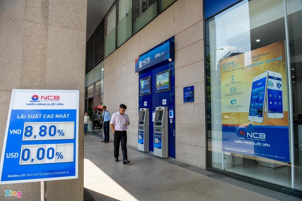 Lãi tiết kiệm ngân hàng giảm mạnh