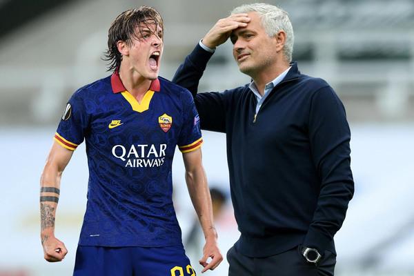 """Tottenham chi đậm đáp ứng Mourinho ký """"Totti mới"""""""
