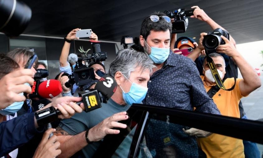 Diễn biến đấu trí cha Messi và Chủ tịch Barca: Căng thẳng, bế tắc