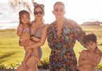Khánh Thi gợi cảm bên chồng trẻ và hai con