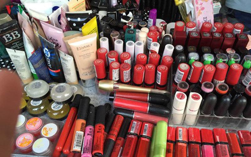 Buôn bán mỹ phẩm giả đối mặt với mức phạt ra sao?