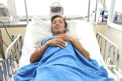 Người đàn ông 'mang rắn vào viện cấp cứu' đã ổn định tim, phổi