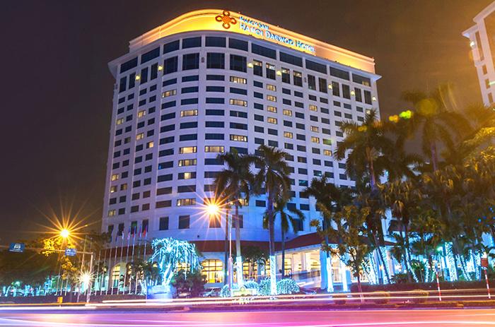 Đêm không sáng đèn, Hilton, Melia, Metropole... khủng hoảng