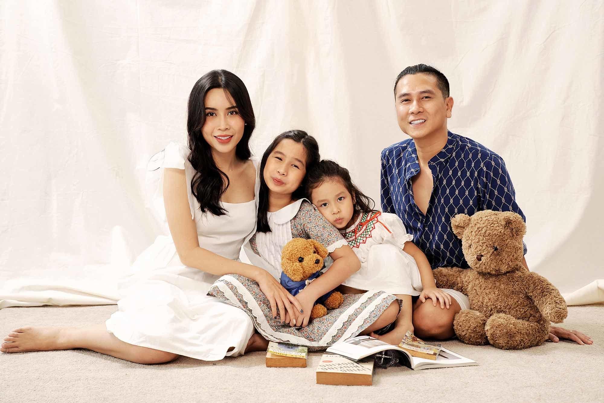Khoảnh khắc hạnh phúc của gia đình Lưu Hương Giang - Hồ Hoài Anh