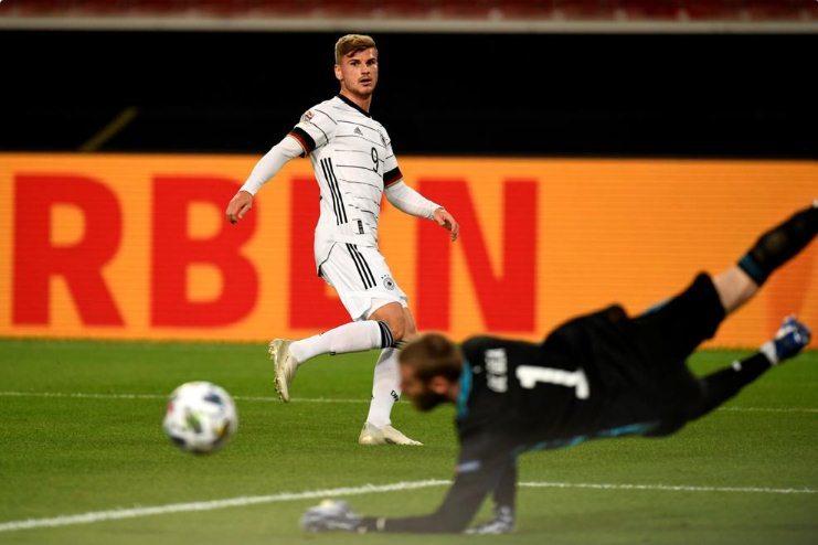 Tây Ban Nha thoát thua trước Đức nhờ pha ghi bàn ở phút 96