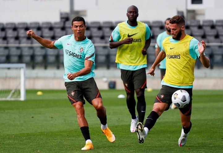 Ronaldo bị nhiễm trùng ngón chân, khi đang săn kỷ lục mới