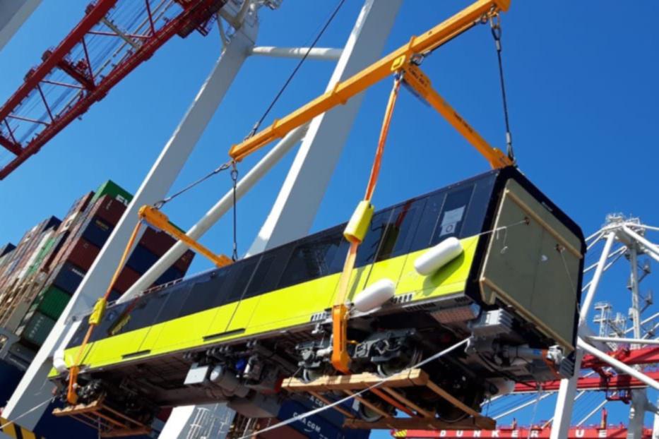 Hình ảnh đoàn tàu đường sắt Nhổn - ga Hà Nội đang từ Pháp về