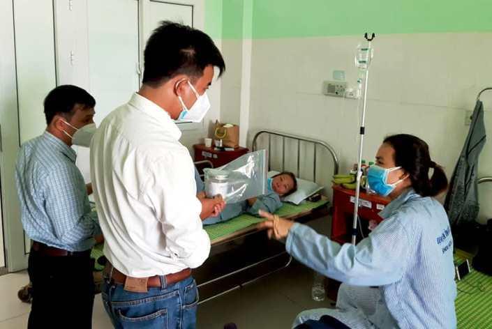 Ba người ở Quảng Nam nhập viện sau khi ăn pate Minh Chay