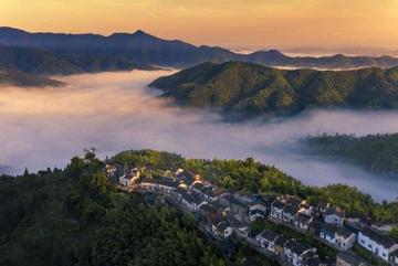 Ngôi làng tuyệt đẹp trên đỉnh núi, ngắm hoàng hôn qua biển mây đẹp ngất ngây