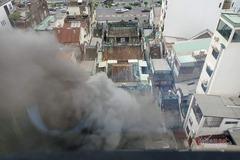Cháy nhà trong hẻm, khói bốc nghi ngút giữa trung tâm Sài Gòn