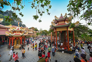 Đến 'đất Thánh' Tây Ninh, say mê lễ hội miền biên viễn
