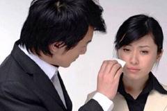 Phụ nữ Nhật trả tiền để được khóc nức nở với trai đẹp