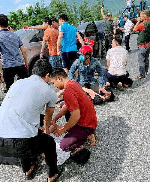 Cảnh sát bao vây quốc lộ, nổ súng bắt nhóm người vận chuyển ma túy