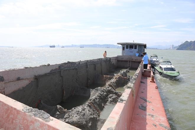 Phạt 300 triệu vì đổ trộm chất thải xuống vùng lõi vịnh Hạ Long