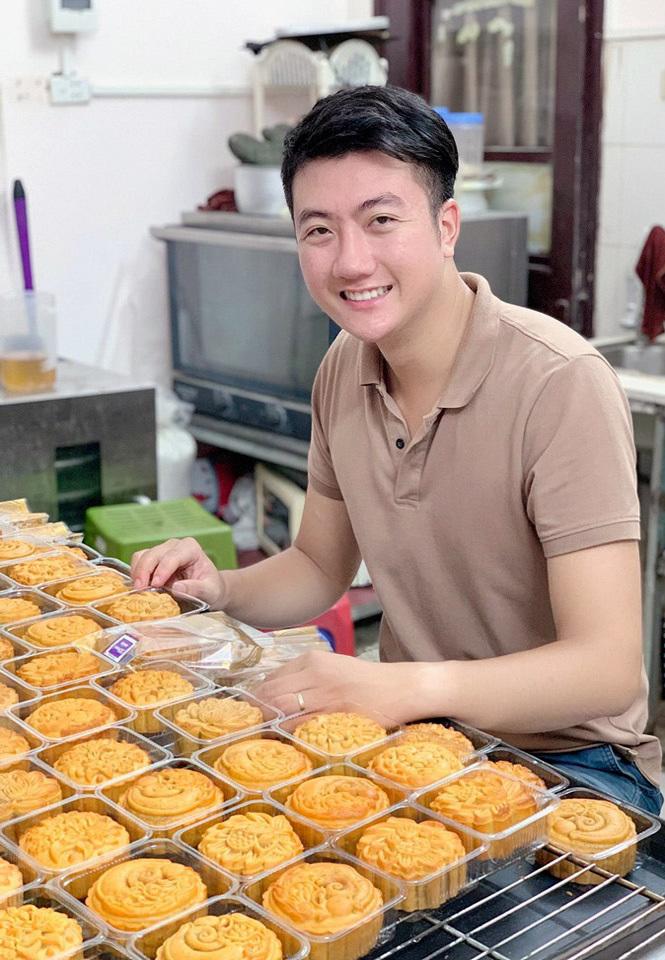 Đam mê làm bánh, chàng trai đút túi 60 triệu/tháng