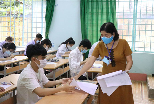 Students in COVID-19-hit localities take nationalexam