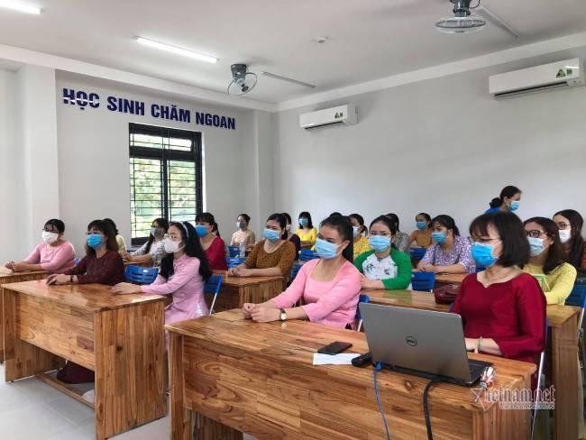 '30 năm đi dạy, lần đầu tiên khai giảng không có học sinh'