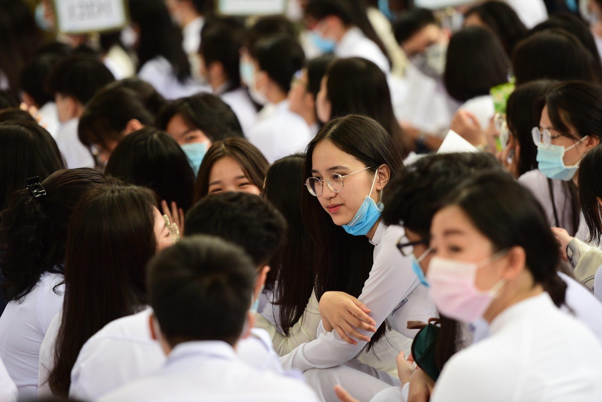 Nữ sinh Sài Gòn trong ngày khai giảng ở ngôi trường lâu đời nhất Việt Nam