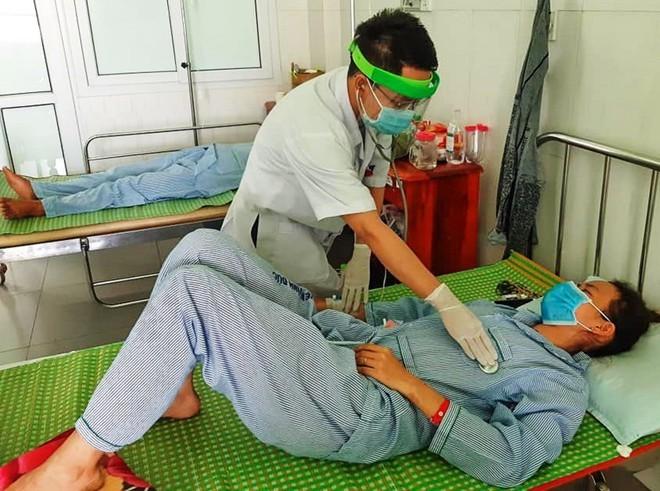 Một ni cô Quảng Nam bị ngộ độc sau khi ăn pate Minh Chay