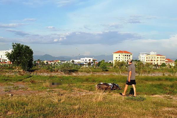 Thi thể nam thanh niên bên bờ kênh tại Quảng Bình