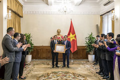 Azerbaijan ambassador receives Friendship order from Vietnamese President