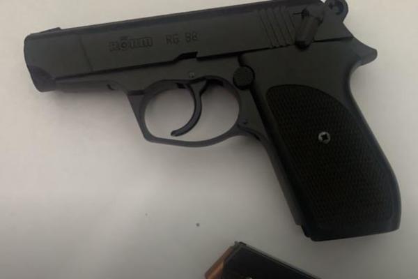 Thu súng, 3 viên đạn tại nhà giám đốc dùng súng dọa bắn người đi đường