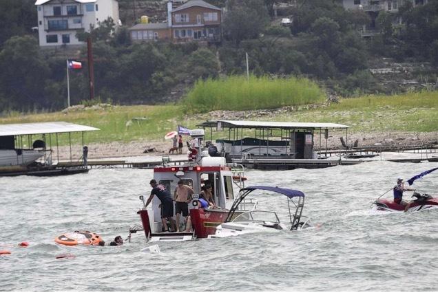 Nhiều tàu bị đắm khi diễu hành ủng hộ Tổng thống Donald Trump