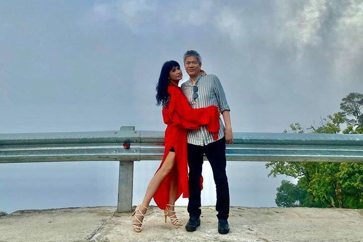 Diva Thanh Lam tình cảm hát cùng bạn trai