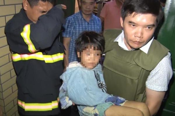 Bé gái 6 tuổi ở Bắc Ninh bị bố đẻ và người tình đánh đập nhiều ngày