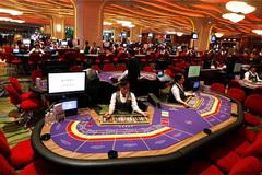 Doanh thu tăng nghìn tỷ, casino giữa lằn ranh nhạy cảm